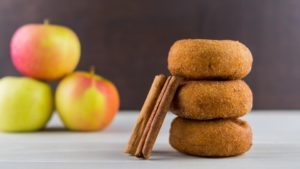 Donuts de canela y manzana