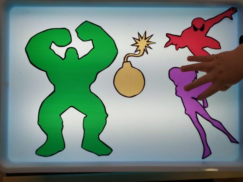 superheroes-de-colores-con-plantilla