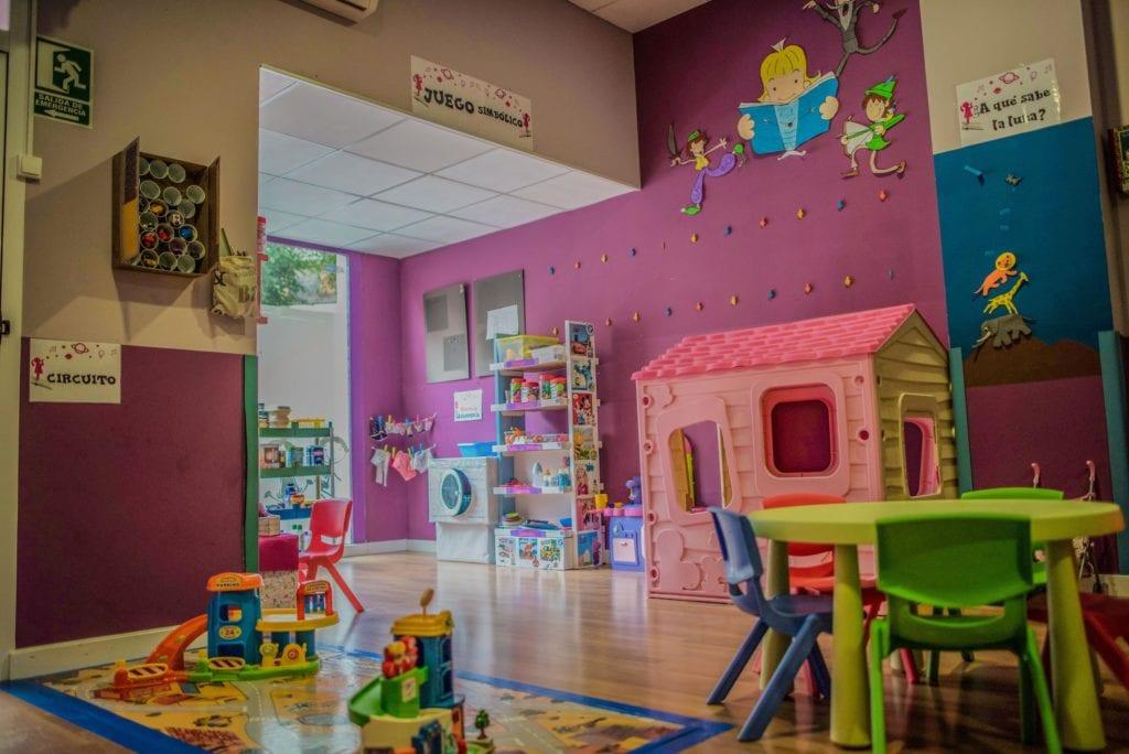 Clase rosa en la guardería de Albacete los mundos de Noa
