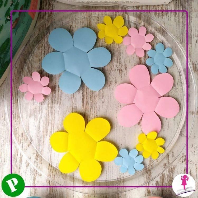 actividad con agua y flores de papel